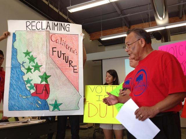 Jóvenes hacen campaña para salir a votar