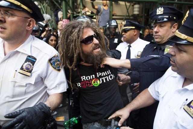 Varios detenidos en protesta por aniversario de Ocupa Wall Street (Fotos)