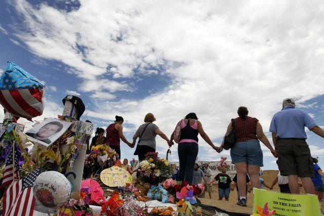 Detienen a un hombre en California por amenazar con una matanza de niños (fotos)