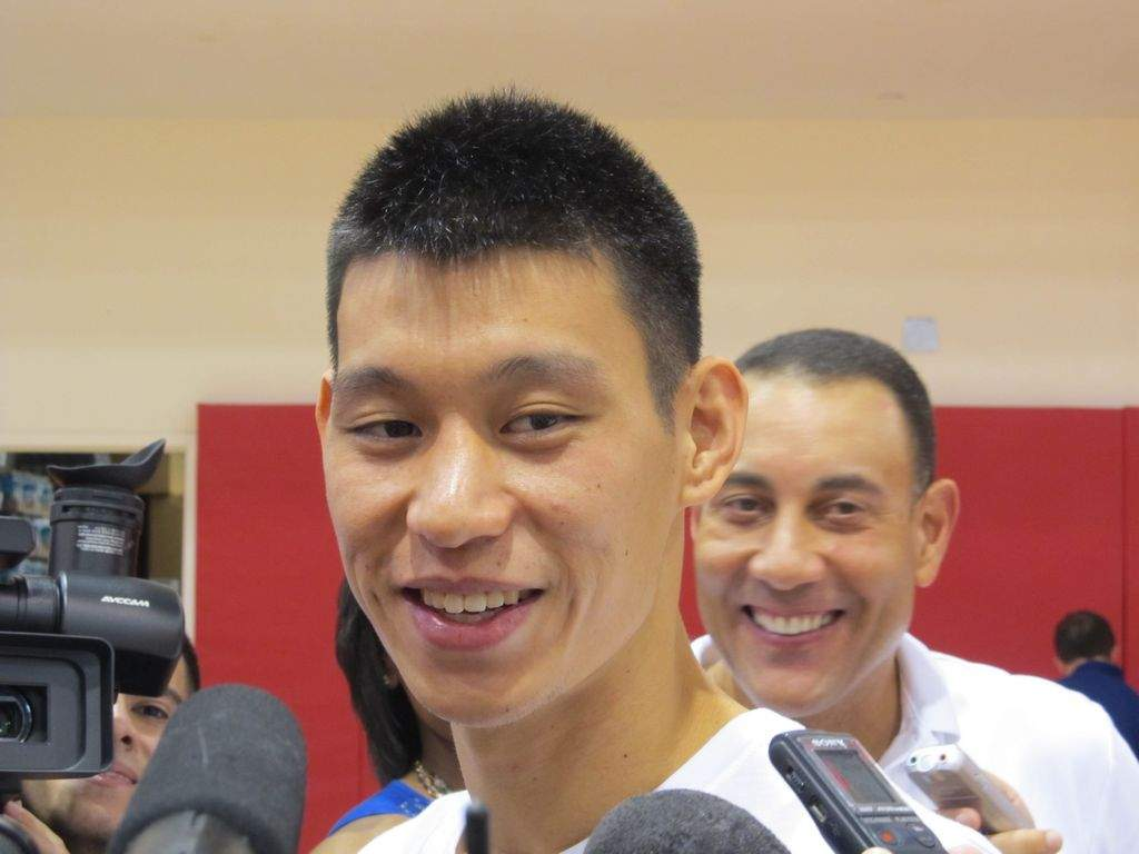Jeremy Lin ya se asimila a los Rockets de Houston (Fotos)