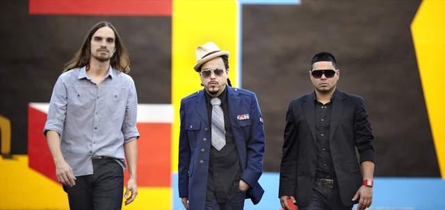 'Somos de la calle' trae de nuevo la música de Locos por Juana (Video)