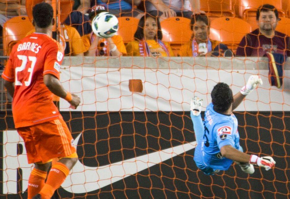 Dynamo de Houston golea 4-0 a FAS salvadoreño