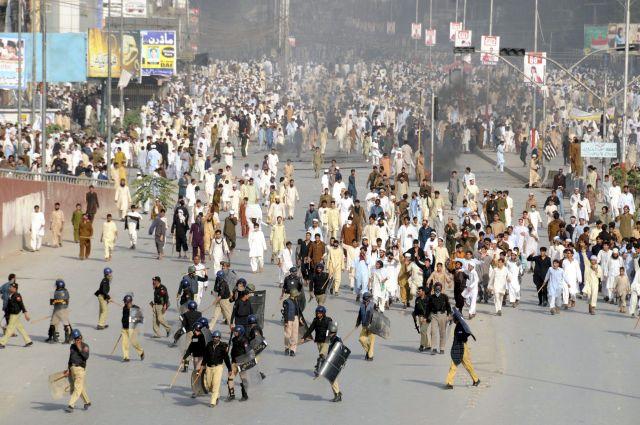 5 muertos en Pakistán por protestas de video contra Mahoma (Fotos)