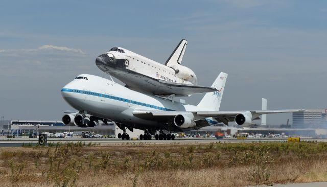 El transbordador Endeavour aterriza en Los Ángeles (fotos y video)