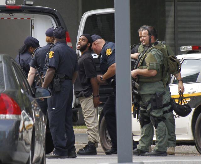 Hombre armado en edificio de Pittsburgh se rinde (Fotos)