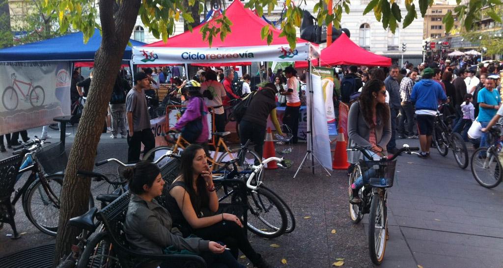 Chilenos se bajan de los autos y pedalean hoy al trabajo