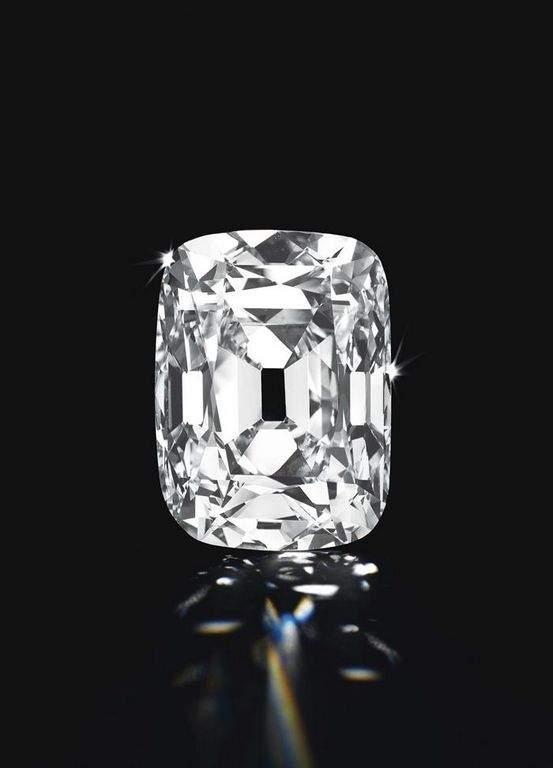 Subastan diamante de 76 quilates valorado en $15 millones