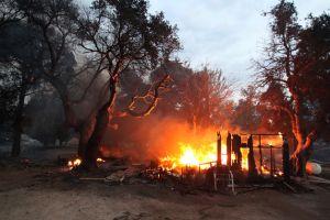 Un muerto y  veinte hogares destruidos