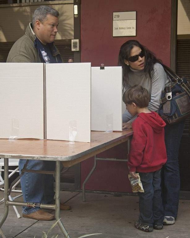 Denuncian trabas para que venezolanos en EEUU voten en elecciones  (Fotos)