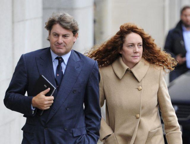 Exdirectivos del imperio de Murdoch irán a juicio (Fotos)