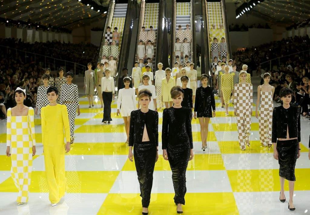 Moda en París: Saab y Vuitton cierran con broche de oro (fotos)