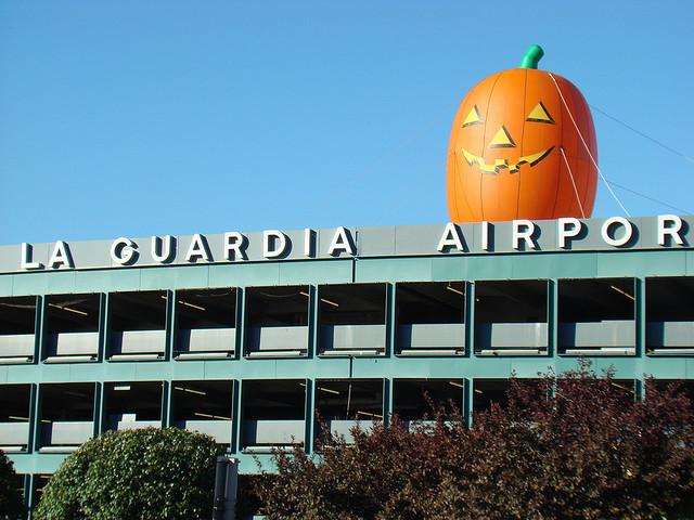 Por herido de bala, tránsito pesado cerca del aeropuerto LaGuardia