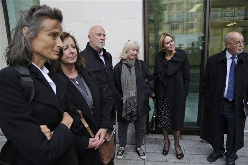 Juez exige pago de fianza a avalistas de Assange (Fotos)