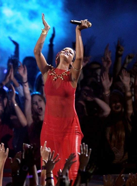Rihanna se sincera con Karrueche, la exnovia de Chris Brown (fotos)