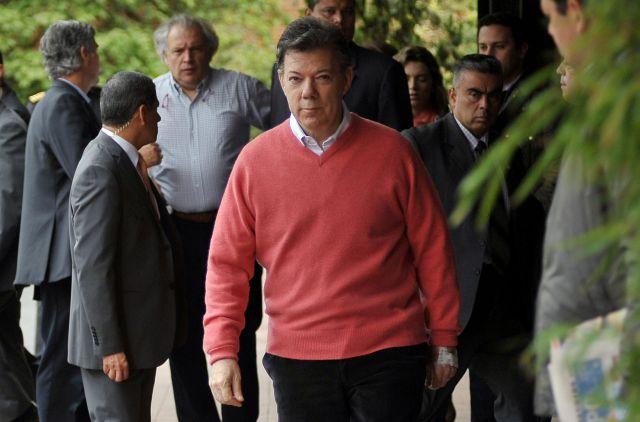 Retiran sonda a presidente Santos (Fotos)