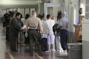 Cuestionan eficiencia de la ley de prisiones del condado de Los Ángeles