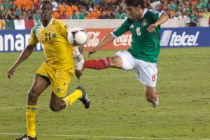 México ofrece en Houston feria de goles en un estadio a medio llenar