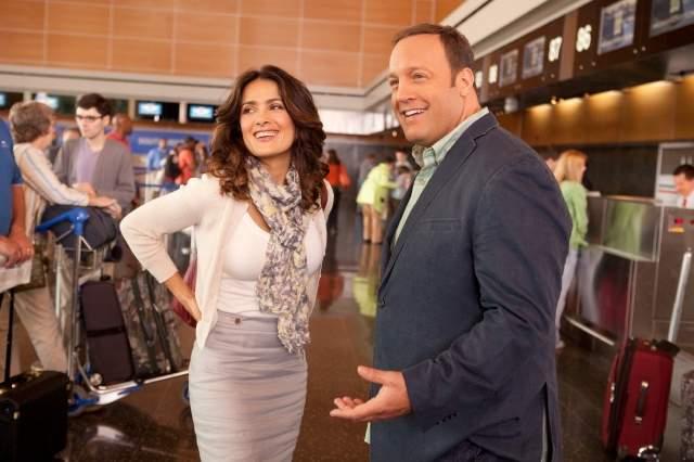 """Salma Hayek y  Kevin James en una escena de la comedia """"Here Comes the Boom."""""""
