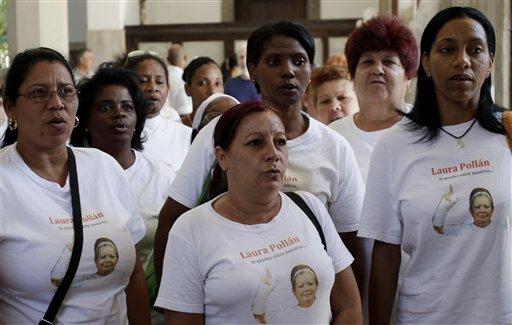 """Las """"damas"""" recordarán mañana a su líder con proyecciones de fotos e imágenes, y el domingo, día del aniversario de su muerte, le dedicarán la habitual caminata que realizan por la Quinta Avenida de la capital cubana."""