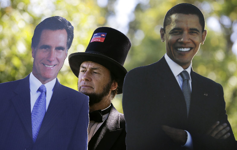 Un afiche de los candidatos durante el primer debate que los enfrentó en Danville, Kentucky.