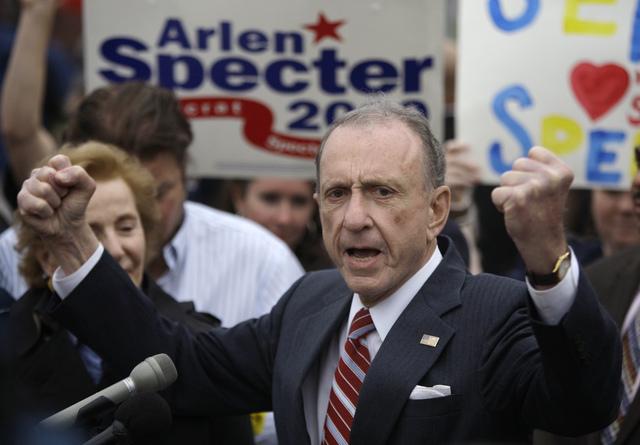 Arlen Specter, cuando hablaba en el Citizens Bank Park, haciendo campaña  para una nominación demócrata en el Senado.