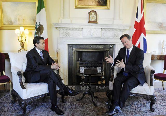 El presidente electo de México, Enrique Peña Nieto, sostiene un encuentro privado con el primer ministro del Reino Unido, David Cameron, en la residencia oficial del gobierno inglés.