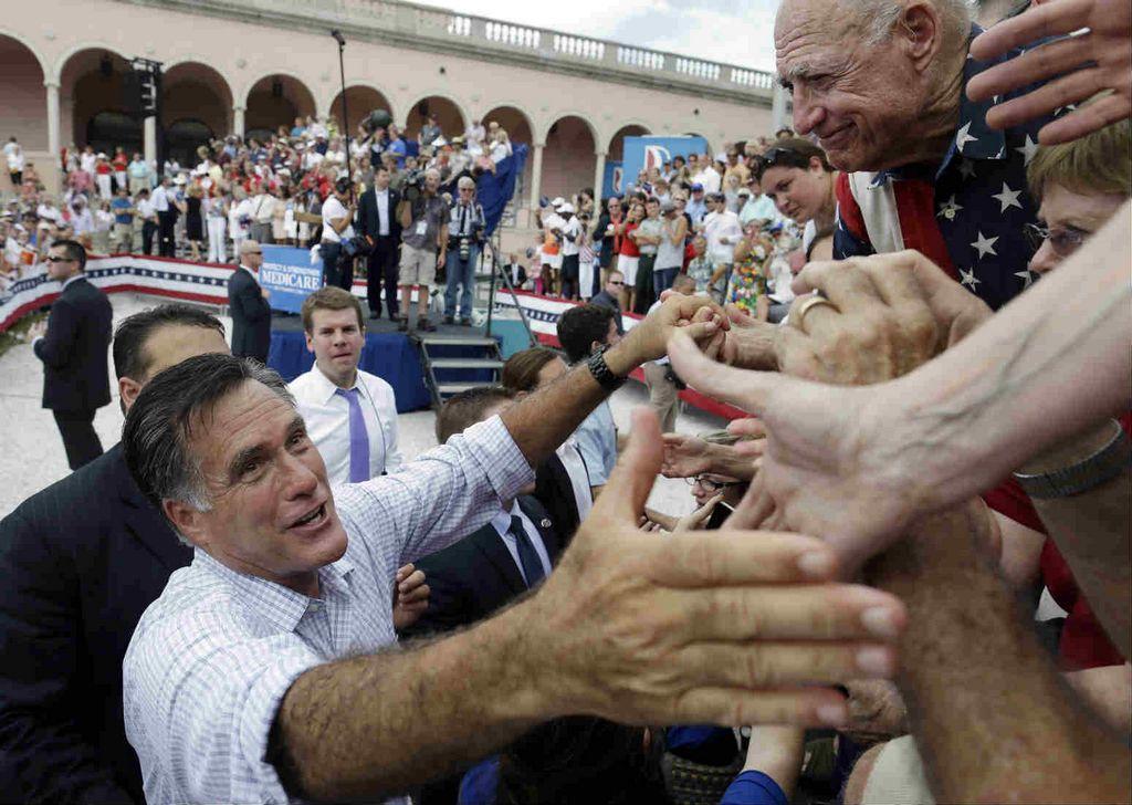 El candidato Republicano a la presidencia Mitt Romney durante un acto de campaña en Sarasota, Florida.