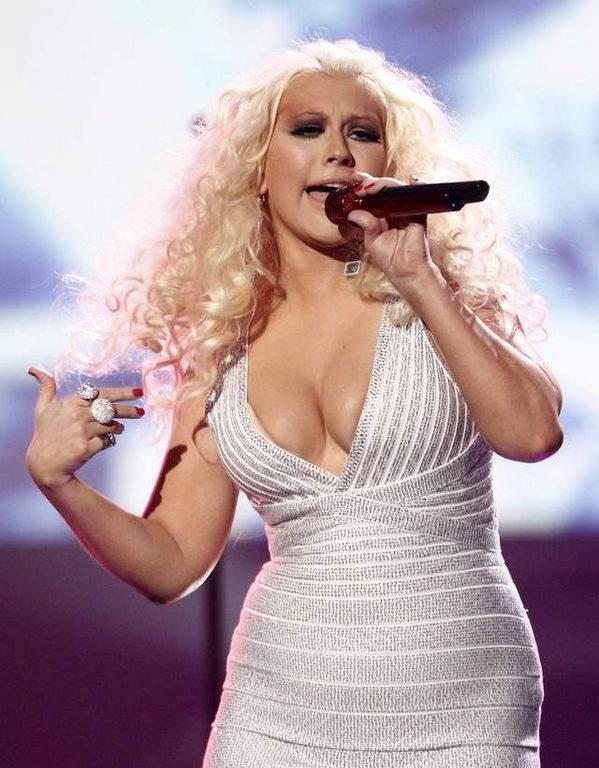 """Buscan a Aguilera pues ella sería un ejemplo para """"mujeres con curvas""""."""