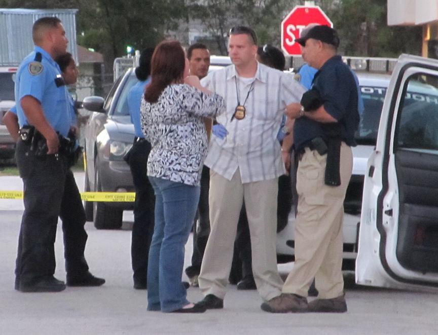 Una casa en el Northside de Houston albergaba a unos 40 indocumentados. La mayoría escapó cuando llegó la policía, pero se detuvo a seis personas.