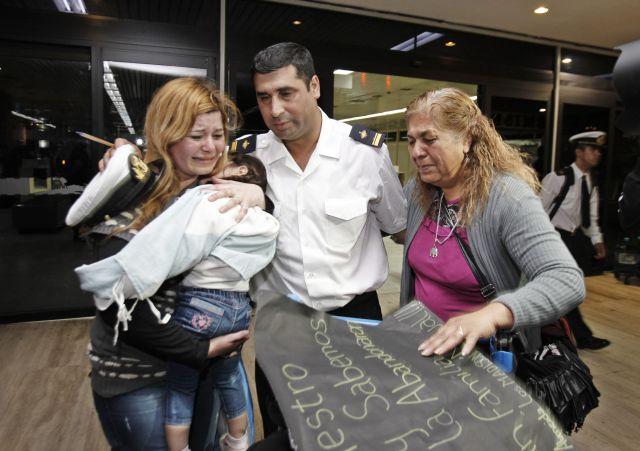Marinos de fragata requisada llegan a Argentina (Fotos)