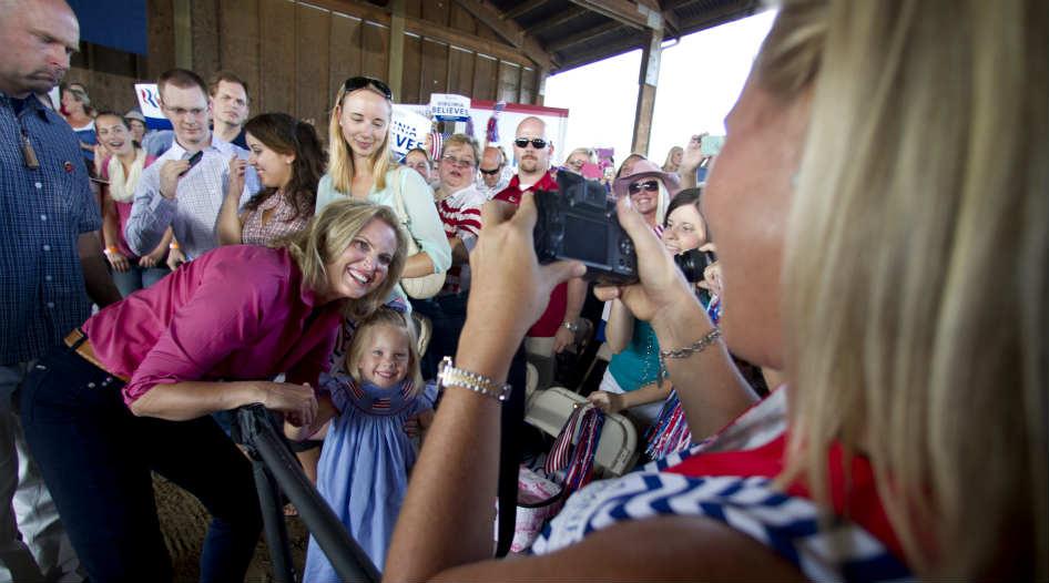 Romney alcanza a Obama entre las mujeres