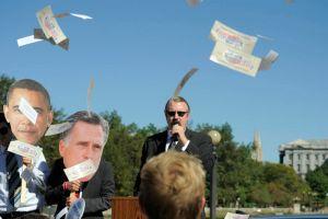 Obama, Romney recaudan casi $2,000 millones [Video]