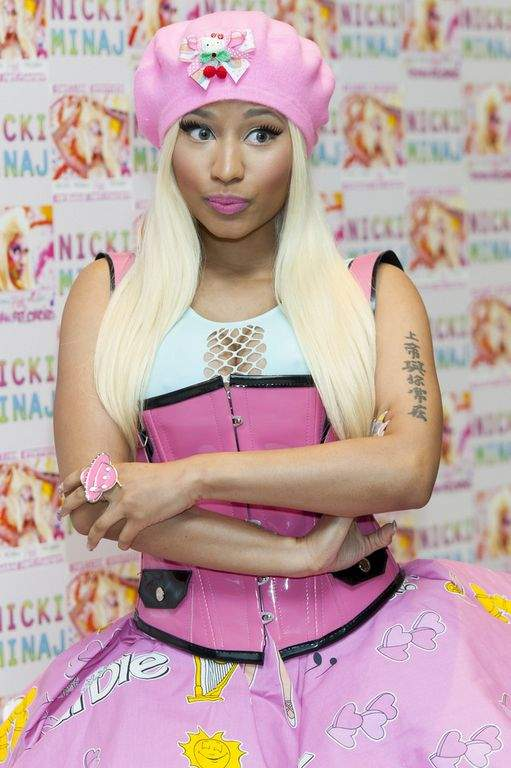 "Nicki Minaj lanza versión erótica de ""Blanca Nieves"" (Video)"