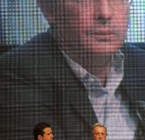 Santos y Uribe en  su asamblea