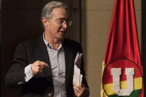 Colombia: Abren investigación a expresidente Uribe en Congreso