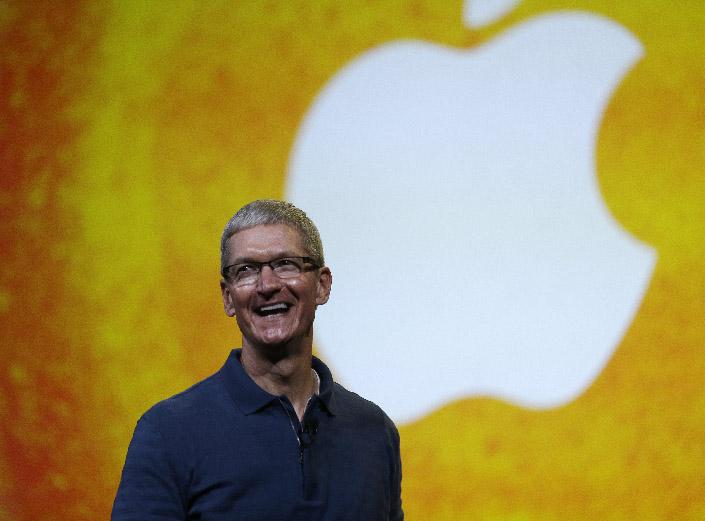 Cook anuncia cambios de mando en Apple