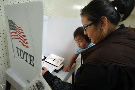 La cuarta parte de californianos no se registraron para votar (Video)