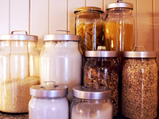 Decluttering the kitchen pantry in four easy steps