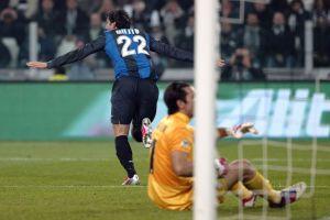 Diego Milito acaba con la racha de la Juventus (Fotos)