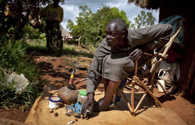 Médico brujo africano dice que Obama ganará [Fotos]