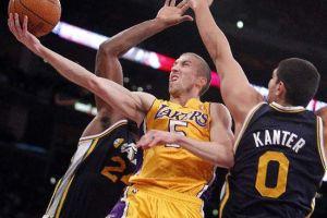 Multan a jugador de Lakers por insultar a un aficionado