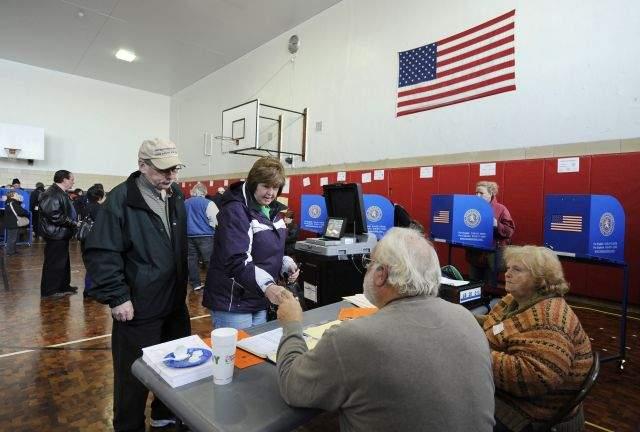 Obama gana en 8 estados y Romney en 5, por el momento (fotos y podcast)