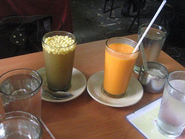 Delicioso mango frapé para sustituir bebidas cafeinadas