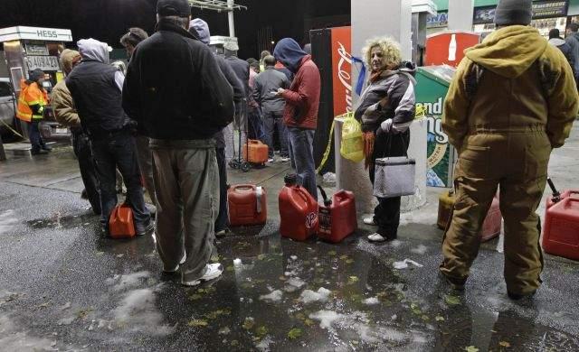 Investigan en NY reventa de gasolina por internet (Fotos)