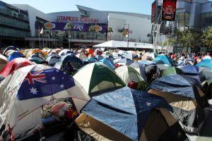 """Fans acampan para el estreno de """"Twilight: Breaking Dawn, Part 2"""" en LA"""