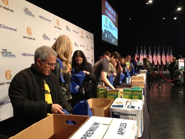 Veteranos ayudan a la  comunidad en Los Ángeles