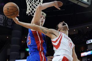 Los Rockets, sin McHale, rompen racha perdedora