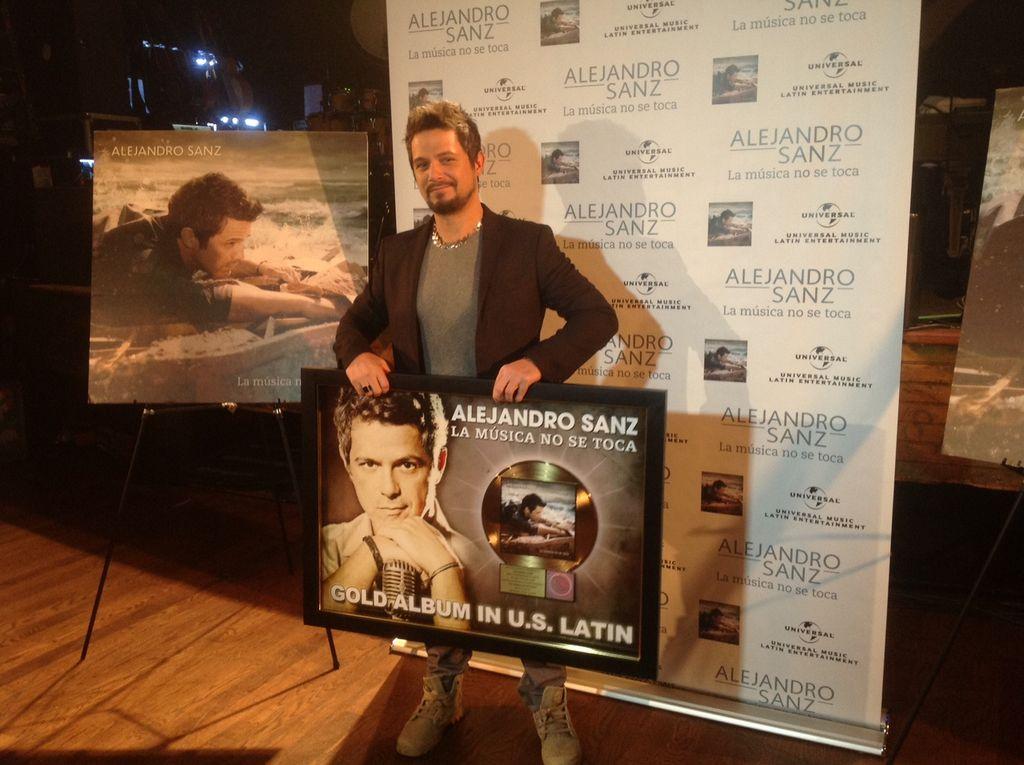 Alejandro Sanz recibe Disco de Oro en LA por 'La música no se toca' (Fotos)