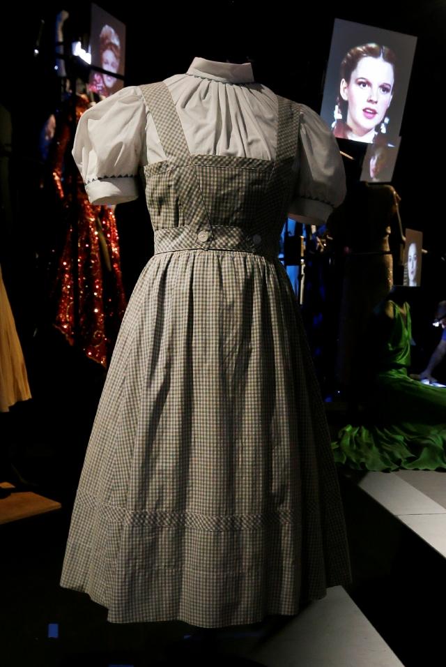 $480 mil por vestido de 'Oz'