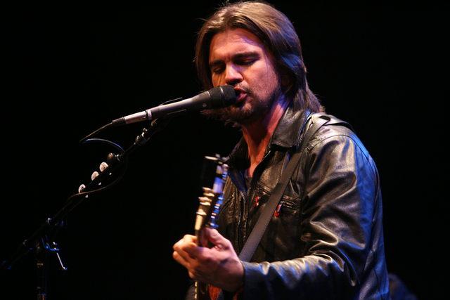 Disfruta el concierto de Juanes en vivo